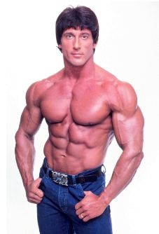 Frank Zane, 3-time Mr. Olympia winner, and one of only 3 people to have beaten Arnold Schwarzenegger in a bodybuilding contest. Frank Zane was known for promoting symmetry and aesthetics over mass.