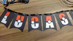 Bandeirinhas para decoração de festa ou quarto no tema Pokemon. Altura de 14 cm e largura de 10 cm.    Obs.: Preço unitário é por cada letra.    Tenho vários outros itens para sua festa nesse mesmo tema. Consulte-me através do campo contatar vendedor.