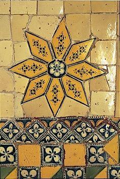 Mexican traditional tile: Cocinas Mexicanas Tradicionales - All photos © Melba Levick