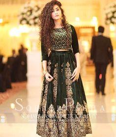 Beautiful lehnga Pakistani Fashion Party Wear, Pakistani Wedding Outfits, Pakistani Dress Design, Pakistani Dresses, Indian Dresses, Indian Outfits, Prom Dresses With Sleeves, 15 Dresses, Fashion Dresses