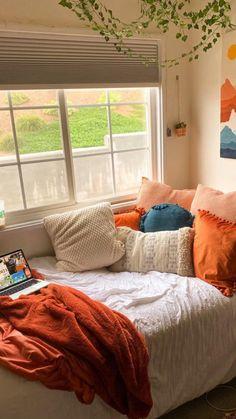 Dorm Room Designs, Room Design Bedroom, Room Ideas Bedroom, Teen Bedroom, Bedroom Inspo, Bedrooms, Small Bedroom Inspiration, Fall Bedroom, College Bedroom Decor