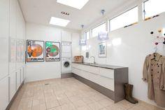 Skabsvæg og indbygget vaskesøjle