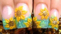 Sunflowers Nail Art ~ Campo de girasoles mis uñas acrilicas con brillantina glitter azul y flores amarillas 3d