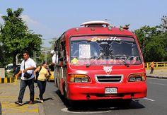 Los últimos buses tradicionales dicen adiós a la calles de Cali