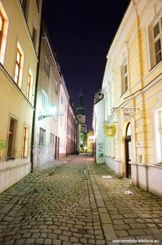 What's better than seeing the beautiful sights of Bratislava? Probably seeing Bratislava by night :) Church Building, Architecture Old, Bratislava, Most Romantic, Beautiful Images, Europe, Tours, Earth, Night