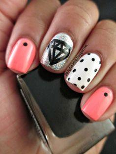 .Charming nail art
