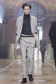 Looks like it will be an open door policy at Lanvin for next summer. On the last day of the Paris menswear shows, designer Lucas Ossendrijver came up with an urban collection with an elegant approa...