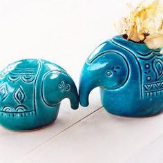 母象はキャンドルホルダーとしてもご利用いただけます。専用の手作りキャンドルをご用意いたしております。お好きな香りのキャンドルをお選びください。 http://www.beckyson.co/?pid=69100614 1.ジンジャー 2.シトラス 3.ローズ お選びのキャンドルを母象にお付けしてお届けいたします。  Blue pottery elephant figurine -Mam and son The Mom can be used as candle holder as well, Please order the handmade candle from the our favorite list: 1-ginjer  2-citron  3-rose We will fill the Mommy elephant with your selected taste of candle,