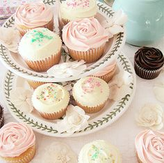 Lovely Cupcakes Display. #dessert #pastel