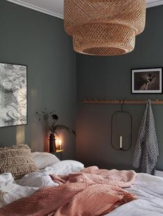Dunkle Wand Schlafzimmer chic decor diy hippie How To Decorate Your Room According To Your Neo-Bohemian Personality Retro Home Decor, Cheap Home Decor, Bedroom Ideas For Teen Girls, Decorate Your Room, Home Decor Bedroom, Dream Bedroom, Green Bedroom Walls, Bedroom Inspo, Bedroom Interiors
