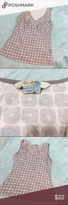🆕 Boden Easy Vest Tank Top Gray & White Pattern Boden Easy Vest Tank Top w/ Gray & White Pattern. This is a size 8. Made of 90% viscose and 5% elastane. Pre-owned, but in excellent condition. Measurements taken from the Boden website: Bust is 36-37 inches. Waist is 28 1/2-30 inches. Hip is 37 1/2-39 inches. Boden Tops Tank Tops