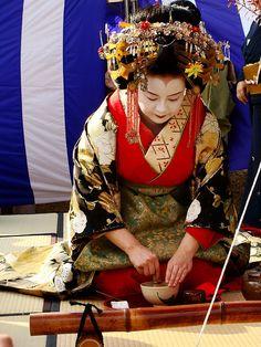 Tayuu by whatsound, Japanese kimono ~ Kisaragi Tayuu Japanese Kimono, Japanese Art, Geisha Hair, Turning Japanese, Masks Art, Japanese Beauty, Japan Fashion, Japanese Culture, Kimono Fashion