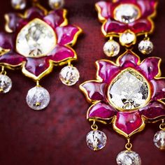 "214 Me gusta, 11 comentarios - @sidkas en Instagram: ""Mughal contemporary Old mine diamond earrings set with Burmese rubies set with diamond beads.…"""