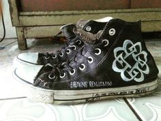 Breaking Benjamin, Band Outfits, Alan Walker, Burnley, Emo Bands, Aesthetic Grunge, Clothing Ideas, Chuck Taylors, Converse Chuck Taylor