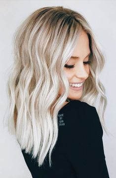 hair looks 2020 \ hair looks ; hair looks hairstyles ; hair looks color ; hair looks medium ; hair looks for prom ; hair looks curly ; hair looks 2020 ; hair looks hairstyles medium lengths Blonde Hair Colour Shades, Cool Blonde Hair, Cool Hair Color, Blonde Waves, Platinum Blonde Balayage, Bright Blonde Hair, Blonde Sombre Hair, Beach Blonde Hair, Going Blonde