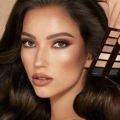 Simple Eyeshadow, Nude Eyeshadow, Nude Makeup, Eyeshadow Palette, Beauty Makeup, Smokey Eye Palette, Face Palette, Charlotte Tilbury, Super Glow