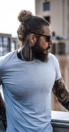 Steps To Quickly Shape Your Long Beard In Style! Man Bun Hairstyles, Cool Hairstyles For Men, Haircuts For Men, Men's Haircuts, Modern Haircuts, Funky Hairstyles, Formal Hairstyles, Hairstyle Ideas, Best Beard Styles