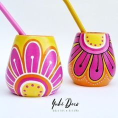 Risultati immagini per mates pintados Painted Clay Pots, Painted Flower Pots, Painted Mugs, Hand Painted Ceramics, Decorated Flower Pots, Pottery Painting Designs, Posca, Bottle Painting, Craft Gifts