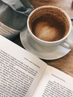 Sunday Fun Day reading about hysteria and trying to find sources for all the basic knowledge I've accumulated after a life of reading about the century 🤦🏻♀️ Coffee Cafe, My Coffee, Coffee Shop, Aesthetic Coffee, Book Aesthetic, Coffee Images, Coffee Photography, Coffee And Books, Pretty Photos