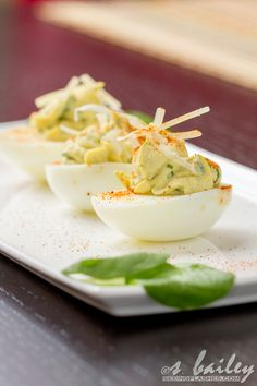 For Easter: Spinach Artichoke Deviled Eggs. Plus other cool deviled egg tutorials Egg Recipes, Appetizer Recipes, Cooking Recipes, Healthy Recipes, Paleo Appetizers, Healthy Foods, Clean Eating Recipes, Healthy Eating, Tapas