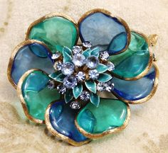 Vintage Lisner Flower Poured Glass Petals Rhinestone Figural Brooch is a wonderful rare piece.  A great addition to accessorize your wardrobe, this piece is designed with 8 flexible petals with altern