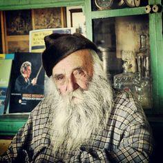 2006, Ζάτουνα, φιγούρα στο παραδοσιακό καφενείο.