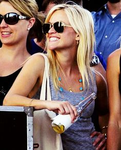 Reese Witherspoon sunglasses look! -Aviators-