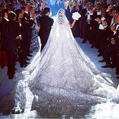 GoodNight Wedding dress : Elie saab @eliesaabworld. Wedding planner : Mine @pamelamansourmehanna @ramzi_mattar. Photographer : Brightlightimage @brightlightimagephotography. #lebaneseweddings #kkandlama @lamadannawi