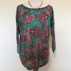 Ann Taylor Loft Printed Lightweight Sweater Gorgeous Loft pink and green printed lightweight sweater. Thin and would be perfect for spring. No size tag, but it's a large and would fit a medium as well. Ramie/rayon blend. In excellent condition. ❌ NO TRADES ❌ NO PP❌ NO LOWBALLING ❌ LOFT Sweaters Crew & Scoop Necks