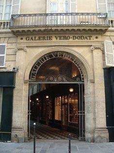 Paris 1er - Entrée de la galerie Véro-Dodat sur la rue du Bouloi