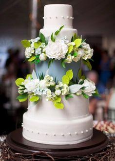 Fresh Green Wedding Cake Inspiration - The Wedding Specialists