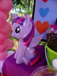 My Little Pony Birthday Party Ideas Fiesta Little Pony, My Little Pony Cumpleaños, Little Poney, Fall Birthday Parties, My Little Pony Birthday Party, Birthday Party Themes, Birthday Ideas, 4th Birthday, Fiesta Rainbow Dash