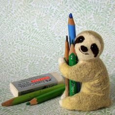 Pepadana felting. - Pencil hugging sloth = excellent