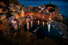 Vernazza at night - no more romantic place to spend an evening exists. More on blog.