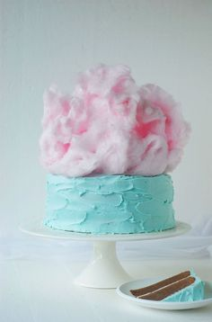 No Smurfs theme party could ever be complete without a bright blue cake. Top your masterpiece with a dramatic cloud of cotton candy! | Pantone Cloud Cake