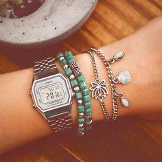 ✶ Combinação do dia: Relógio Vintage da Casio + Pulseiras ✶ INSTA SHOP: link na bio @lacosdefilo | Valores no 1º comentário ↡↡