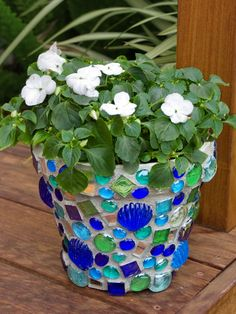 Learn everything you need to know to make a mosaic pot for your garden. You will see step-by-step how to create a mosaic and apply grout. Great for beginners!