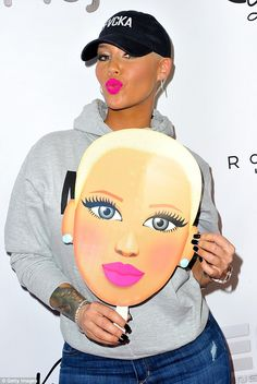 ee3977ffe5db1 Amber Rose flashes a smile following celebratory dinner with friends