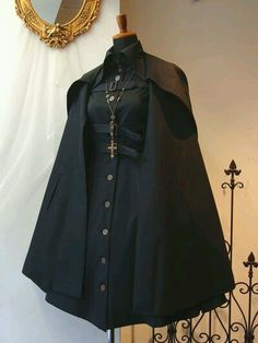 Simple and modern tips and tricks: How to wear costume jewelery ornaments - cosplay - Gothic Cool Outfits, Fashion Outfits, Womens Fashion, Mode Lolita, Character Outfits, Lolita Dress, Gothic Dress, Aesthetic Clothes, Gothic Fashion