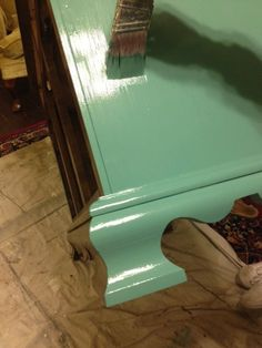 the vintage bricoleur: Annie Sloan Chalk Paint Tutorial - Hutch -mixed the Antibes Green and the Aubusson Blue This seems to be a very popular choice and gives a very soft green. Chalk Paint Furniture, Furniture Projects, Diy Furniture, Refurbished Furniture, Furniture Makeover, Annie Sloan Chalk Paint Tutorial, Antibes Green, Chalk Paint Colors, Furniture Restoration