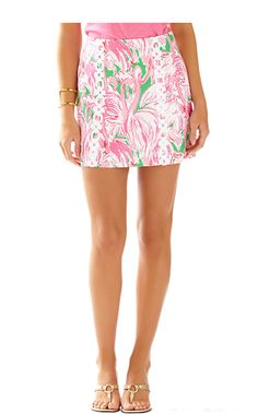 The Marigold Skort in this classic Lilly print is perfect for vacation. Wear this for a day out in town followed by lunch with the girls.
