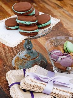 cookies with mint! Cafe Delites, Sandwich Cookies, Macaroons, Finger Foods, Baked Goods, Sandwiches, Recipies, Mint, Favorite Recipes