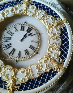 Donatella semalo Royal Icing Cakes, Biscuits, Cake Art, Amazing Cakes, Cake Recipes, Bracelet Watch, Cake Decorating, Wedding Cakes, Decorative Plates