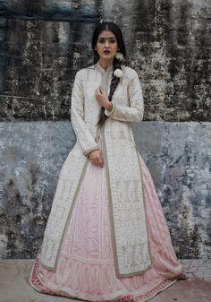 Divani, Yash raj films, chikankari lehenga, anarkali jacket, flowers, dark mood, regal, Indian, wedding style, Mughal, embroidery, kundan www.ftlofaot.com