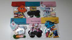 Leuke traktatie zakjes gevuld  met kadootje snoepje/koekje en ballon Ook bestelbaar via mijn site www.zofeestelijk.nl