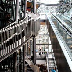 "Rolltreppe im ""Bogen"" #thisisleipzig #leipzig #architecture #art"