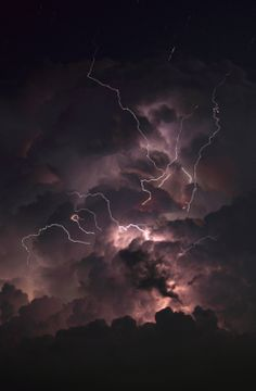 Storm clouds and lightning Beautiful Sky, Beautiful World, Beautiful Disaster, Força Interior, Wild Weather, Thunder And Lightning, Lightning Storms, Lightning Bolt, Lightning Strikes
