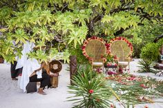 Loving the boho vibes of this Tropical Polynesian Wedding