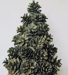 Joanna Wajdenfeld ozdoby i dekoracje DiY, ozdoby gwiazdkowe, dekoracje bożonarodzeniowe, ozdoby choinkowe, ozdobne choinki, choinka z szyszek, szyszki, ozdoby z szyszek, #christmas, #christmas tree, #christmas decor, #święta, #home decor, #choinka, #choinka z szyszek,