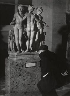 Brassai (Halasz Gyula), Les Trois Graces, Musee du Louvre